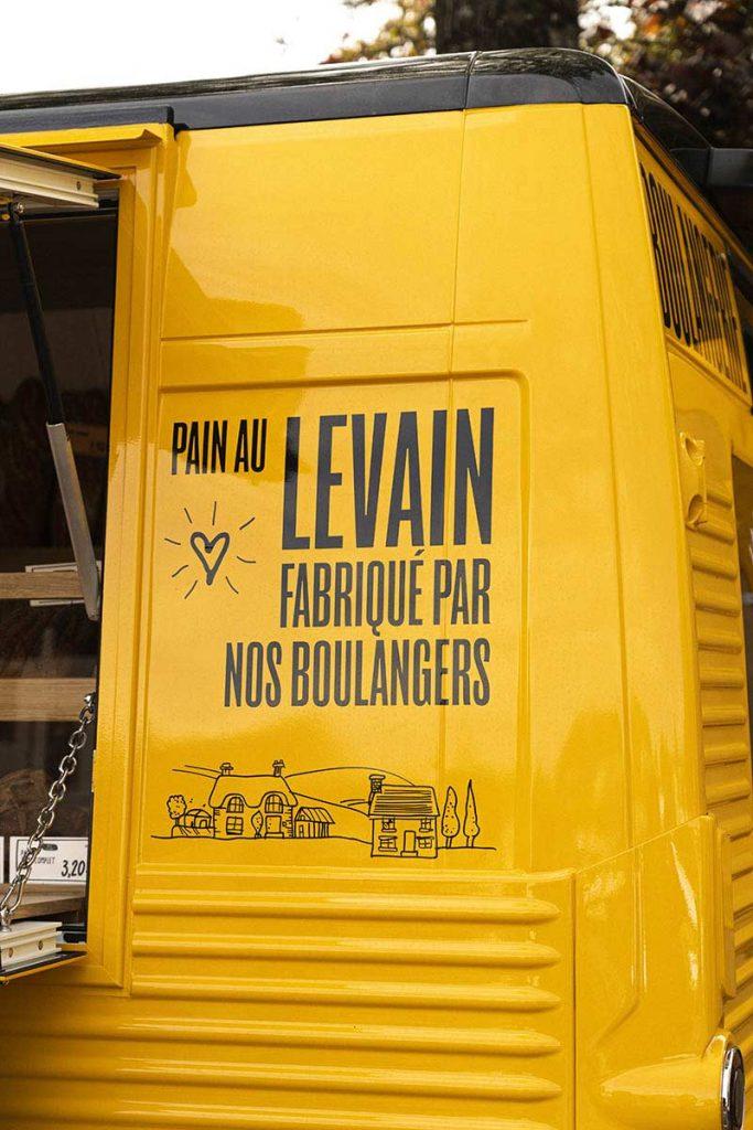 Camionnette la Panetière des Hameaux vue arrière